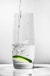 Glas mit Leitungswasser